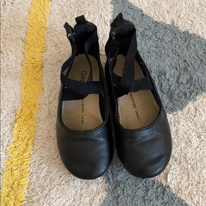 Criss cross ballet flats with strap black size 9